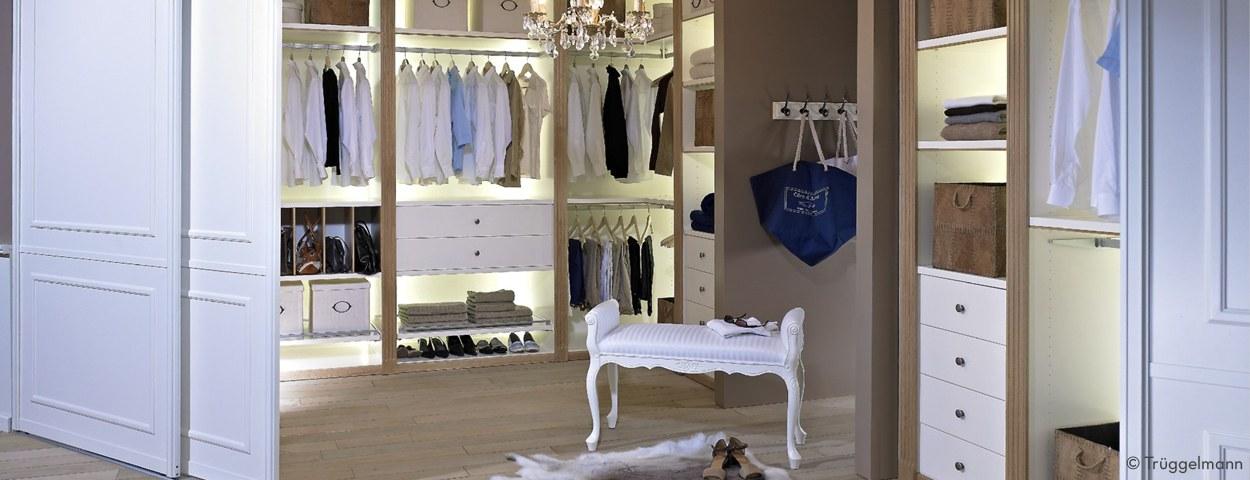 hochwertige kleiderschr nke ankleidezimmer von f hrenden. Black Bedroom Furniture Sets. Home Design Ideas