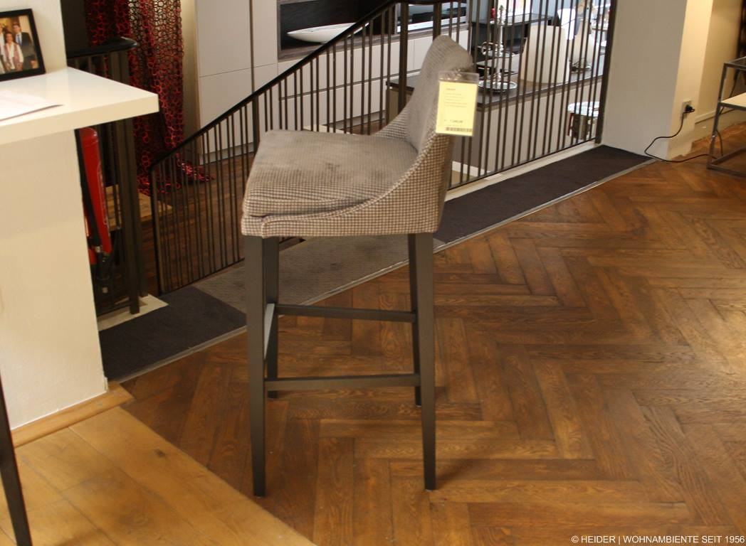 bielefelder werkst tten barhocker saloni stoff grau. Black Bedroom Furniture Sets. Home Design Ideas
